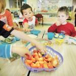 Kinderen_eten_in_kinderopvang comp